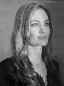 Habrá alguien que considere que Angelina Jolie no está entre las mujeres más bellas. No seré yo.
