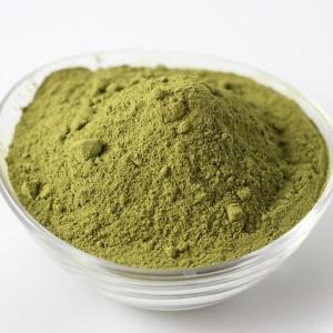 Polvo de henna de color verde.
