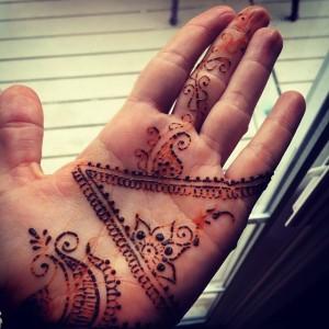 Descostrado de la pasta de Henna