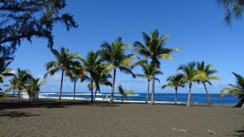 Playas de arena oscura en Isla Reunión
