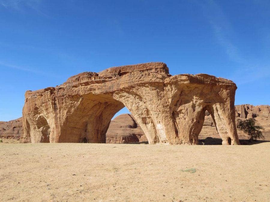 Roca de los cinco arcos en las montañas de Ennedi. Foto: David Stanley