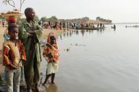 Actividad al borde del lago Chad. Foto: Carsten ten Brink