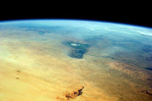 Sahara y el Sahel en primer plano; Lago Chad en el centro. Foto: Stuart Rankin